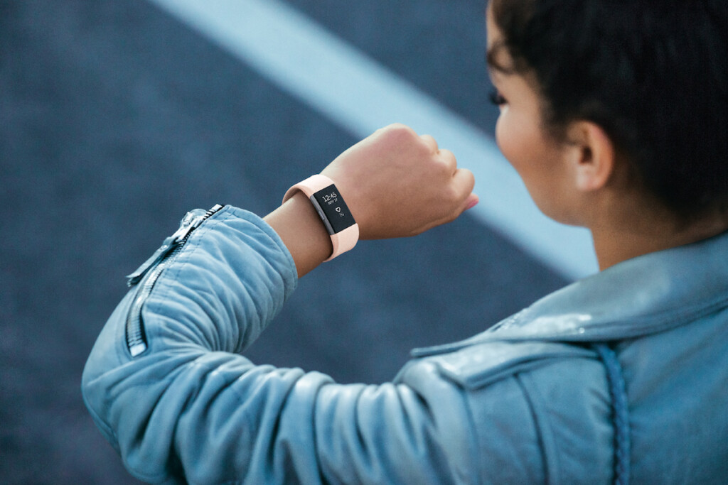 Der Activity-Tracker Fitbit Charge HR 2 ist eines der beliebtesten Modelle im Markt