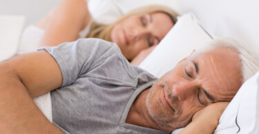 Ehepaar im Schlafzimmer - Schlafexperte // Foto: Fotolia