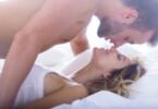 Liebespaar im Bett - Verhütung