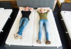 Probeliegen ist Pflicht beim Matratzenkauf.