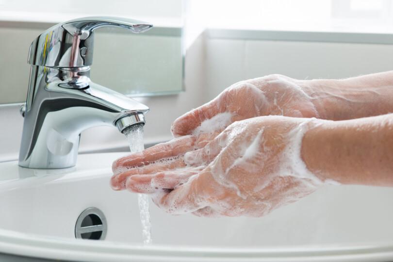 Richtig Hände waschen, um eine Infektion zu vermeiden