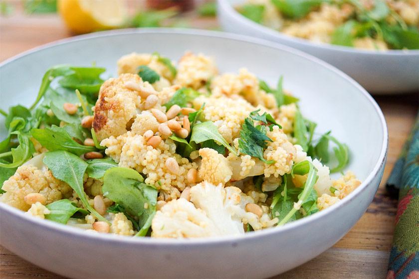 Geroesteter Blumenkohl Hirse-Salat
