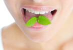 Übler Geruch aus dem Mund ist häufig ein Anzeichen für Bakterien, Keime oder eine ernsthafte Erkrankung.