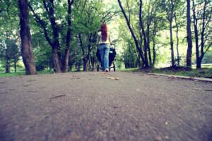 Postpartale Depression - Gehen Sie jeden Tag spazieren. Genießen Sie die frische Luft und laufen einfach.