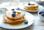 Gesunde Vollkorn Bananen Pancakes mit Dinkel und Bananen Rezept von Elle Republic