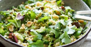 Hirsesalat mit Gurke, Koriander und Erdnuss