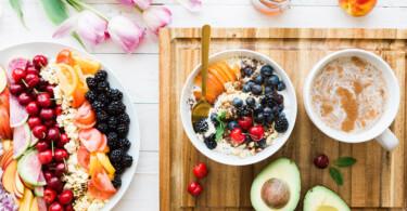 Gesunde Lebensmittel, Obst und Porridge, Essen als Schmerzmittel