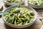 Ligurische Pasta mit grünen Bohnen, Kartoffeln und Pesto
