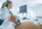 Pränataldiagnostik: Ultraschalluntersuchung einer schwangeren Frau