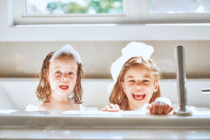 Badespaß für Kinder - Schaumparty in der Wanne