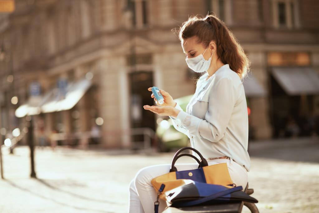 Handdesinfektionsmittel für unterwegs als Schutz gegen Viren