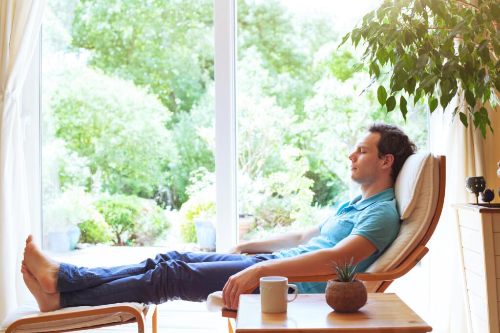 Coronabedingte psychosomatische Erkrankungen bekämpfen - Meditieren, um Konzentration und kognitive Leistung zu fördern