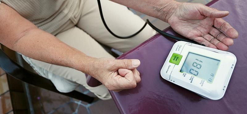 Bluthochdruck: Gefahr steigt im Alter - medizinfuchs.de